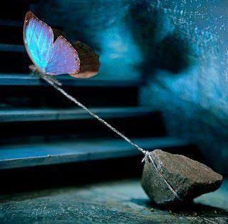 Όσα χάνονται, δεν τα ξεχνάς, Απομακρύνονται, αφήνοντας σου μόνο…
