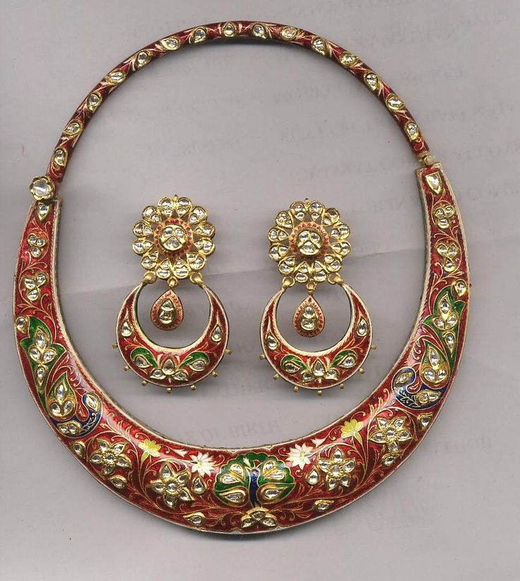a traditional hasli necklace set