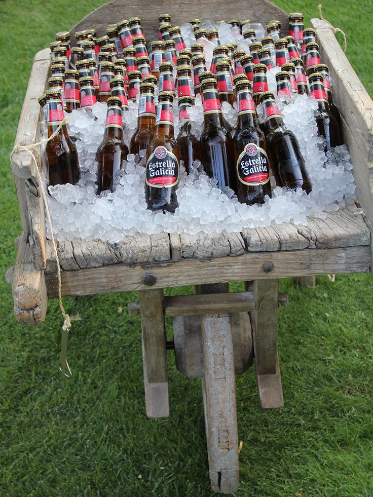 Carro de Madera con cerveza en #cocktail de #boda en #Finca Malpartida