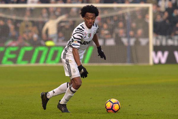 "Juventus' forward from Colombia Juan Cuadrado controls the ball during the Italian Serie A football match Sassuolo vs Juventus at ""Mapei Stadium"" in Reggio Emilia on January 29, 2017.   / AFP / GIUSEPPE CACACE"