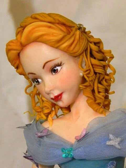 Auburn haired sugar paste bust
