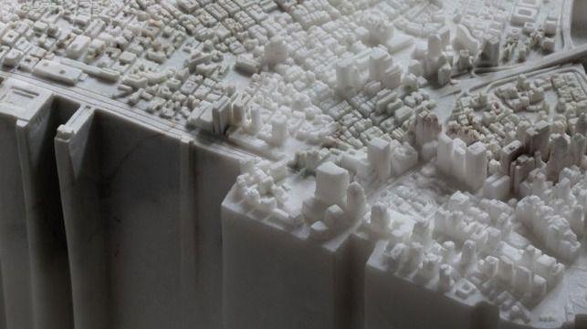 スレッド「2.5トンの大理石で出来た緻密なマンハッタンのレプリカ」より。日本人の彫刻家・曽根裕氏が大理石で製作したニューヨーク・マンハッタン島が海外で注目を集めていたので反応をまとめました。