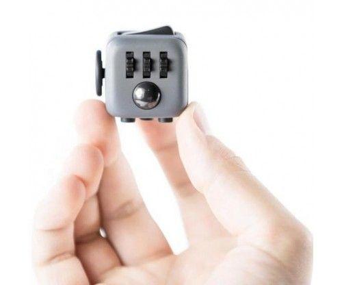 Stresszoldó, foglalkoztató kocka - fidget cube - főként felnőtteknek ajánlott, de nagyobb gyerekeknek is ötletes ajándék