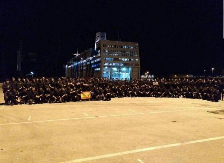 Decenas de policías posaron en el puerto de Barcelona tras sus violentas cargas en el 1-O