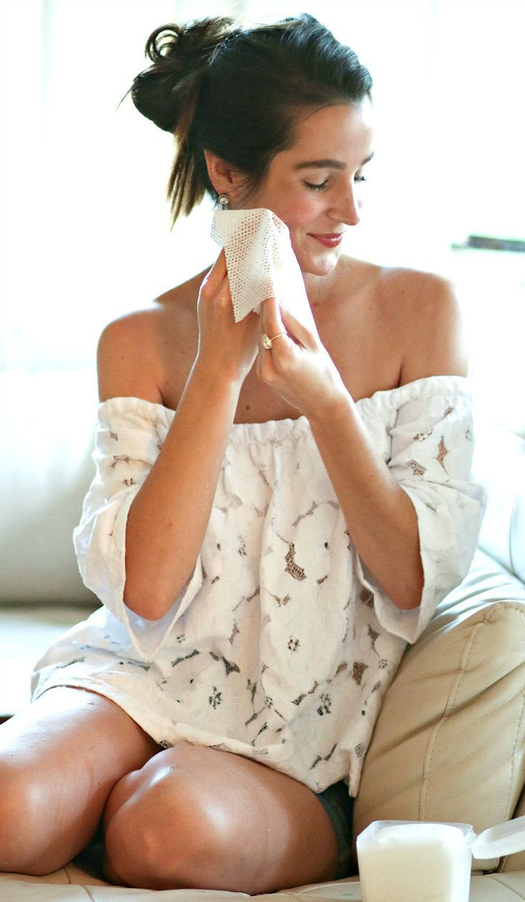 The absolute easiest and most simple skincare routine for oily combination skin is Olay Daily Facials! They're a 4-in-1 face cleanser, toner, mask, and scrub... and they're perfect for travelers and girls on the go.