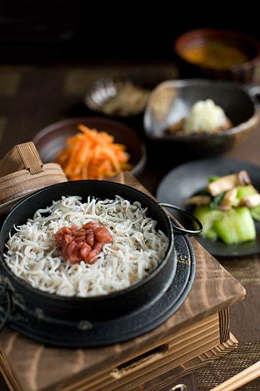 さっぱりと梅シラス釜飯 (Plum Rice - Kettle-with,shirasu)