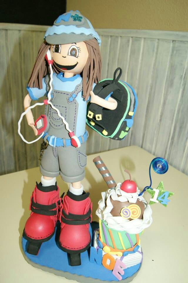 Fofucha escolar patinadora con mp4, mochila y cupcake porafoto