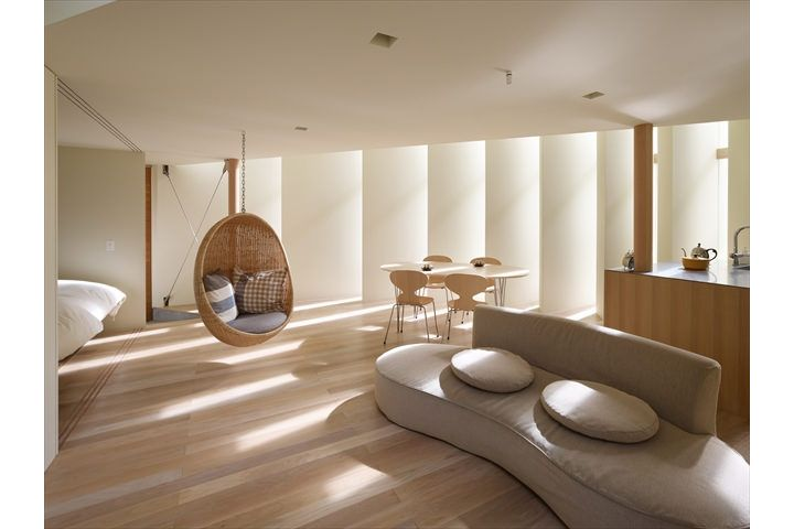 Kyoto the other side of the split-level home / Fujiwara-room architectural design firm