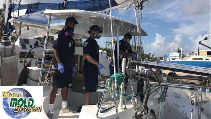 Equipo técnico especializado prestando nuestros servicios en la marina.
