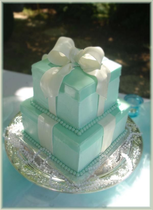 Tiffany cake - super cute! What an awesome wedding theme... and that is what i am doing!