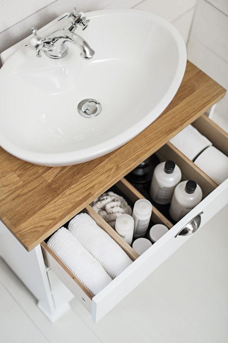 SVEA vanity unit. SVEA cup handle antique brass. ELLIPSE porcelain washbasin.