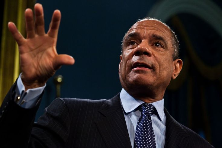 Facebooks first non-white board member is American Express CEO Kenneth Chenault