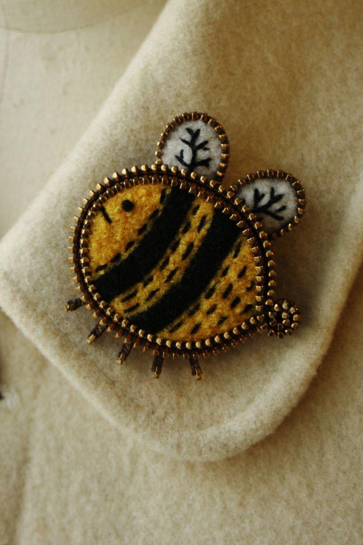 cute felt & zipper BEE brooch [woollyfabulous via Etsy]
