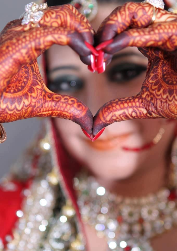 Mehndi Makeup Review : South asian bride with henna mehndi on hands dulhans