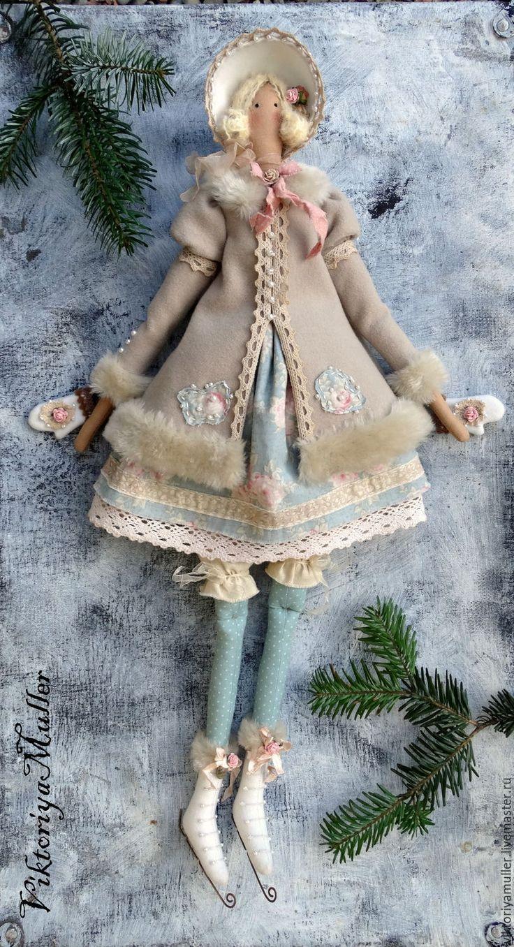 Купить Резерв кукла тильда ручной работы БАРЫШНЯ НА КОНЬКАХ В ГОЛУБОМ - бежевый