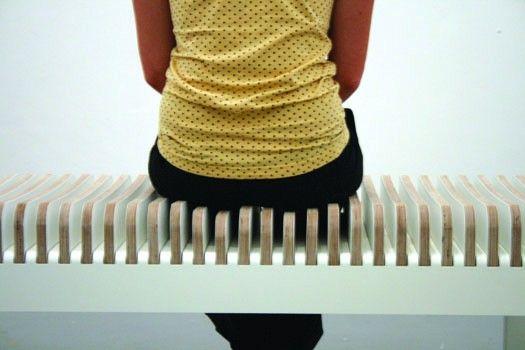 Après une formation aux Beaux Arts de Rennes en design, Bérengère Amiot poursuit ses explorations dans le design des objets connectés et interactifs mais également dans le mobilier et  la scénographie.  Ossature est un banc qui change de forme en fonction de la morphologie de l'usager. Une simple pression provoque l'enfoncement des lattes pour une sensation de sur-mesure et de confort. À l'image de la colonne vertébrale, Ossature accompagne et soutien le poids du corps.