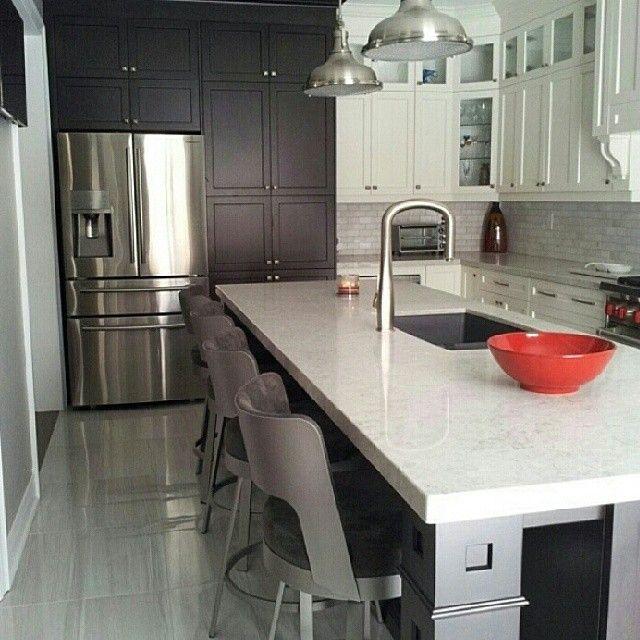 Modern Kitchen Quartz Countertops: Bianco Drift Caesarstone.. #countertops #caesarstone