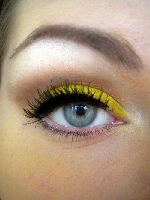I have mixed feelings on yellow eye shadow but I think with the right complexion and black hair it can look Pretty amazing