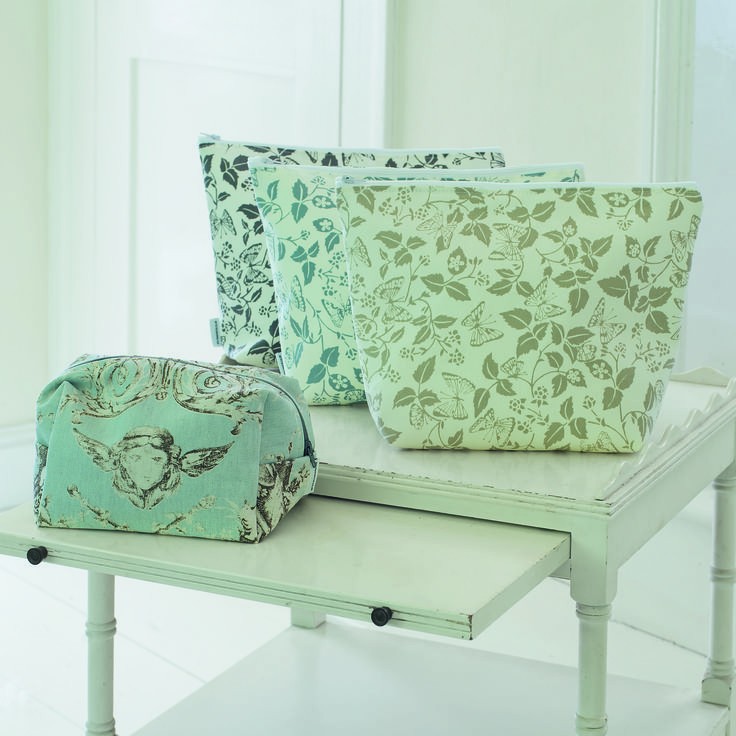 An #elegant selection of make-up and wash bags. Available in many of our #fabrics.