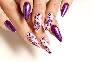 Nail art service. Female manicure and floral patterns, маникюр, дизайн ногтей, цветы на ногтях, фиолетовые ногти
