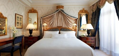 The Westin Palace Madrid - Guest rooms feature cable TVs, movies on-demand, free newspapers, climate controls, multi-line telephones, voicemail, Internet access (for a fee), wake-up service, bathrobes, toiletries, hairdryers, electronic door locks, work desks, and laptop safes.