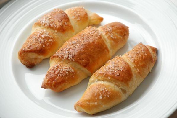 Sugar rolls with marcipan // Horn med remonce fra Bageglad