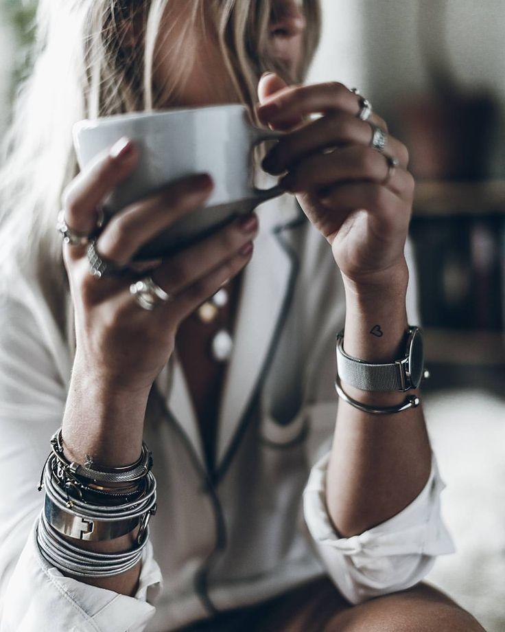 Картинки девушек с кофе без лица