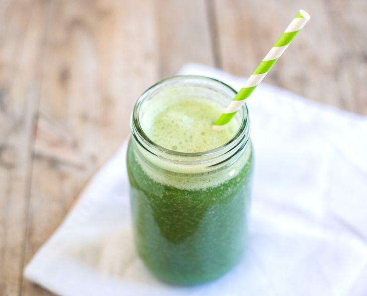 Receita de Sumo de Ananás com Pepino e Bróculos #recipe #detox #smoothie #green…