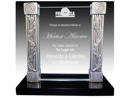 Resultado de imagen para trofeos y reconocimientos en cristal