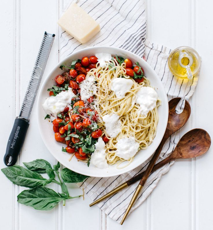 This summer spaghetti with tomatoes, burrata mozzarella, and basil is the simplest way to wow guests at a dinner party. Inspired by our trip to Tuscany!