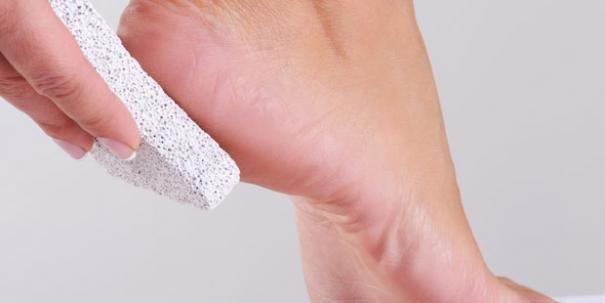 Was Sie gegen Hornhaut, Nagelpilz und Schweißfüße tun können