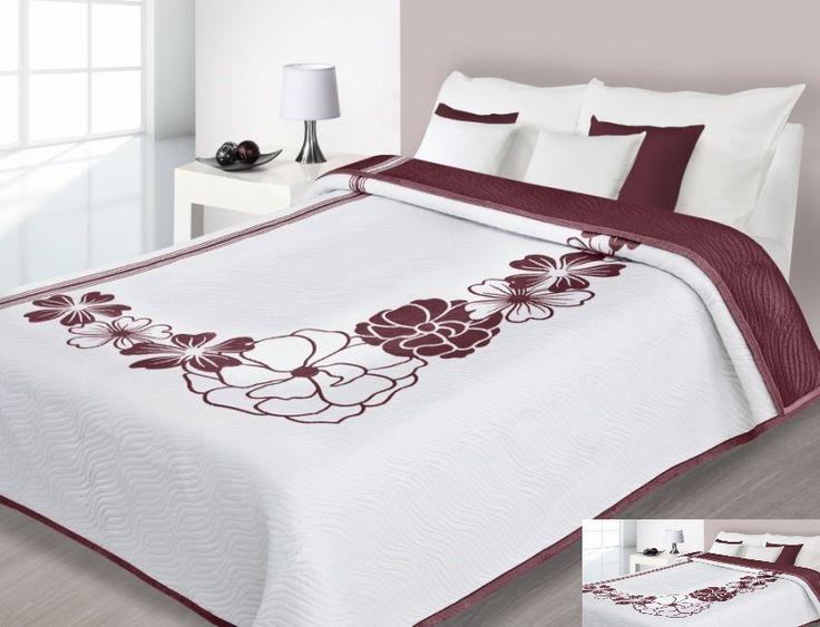 Biała dwustronna narzuta na łóżko w bordowe kwiaty