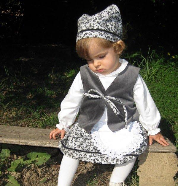 Bueno, os voy a poner fotos de cómo quedó el traje de pastora de la nena.           No había madre más orgullosa ese día en la guardería... ...