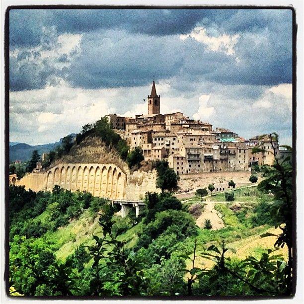 Castignano: Un vista del paese #terredelpiceno #marchetourism #destinazionemarche #piceno #picenopass #marche