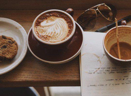 """Порою жизнь — это исключительно вопрос наличия чашечки кофе, а также того уединения, которое она даёт. Ричард Бротиган """"Ловля Форели вАмерике"""" Понравилось? Скажи спасибо лайком! ;)"""