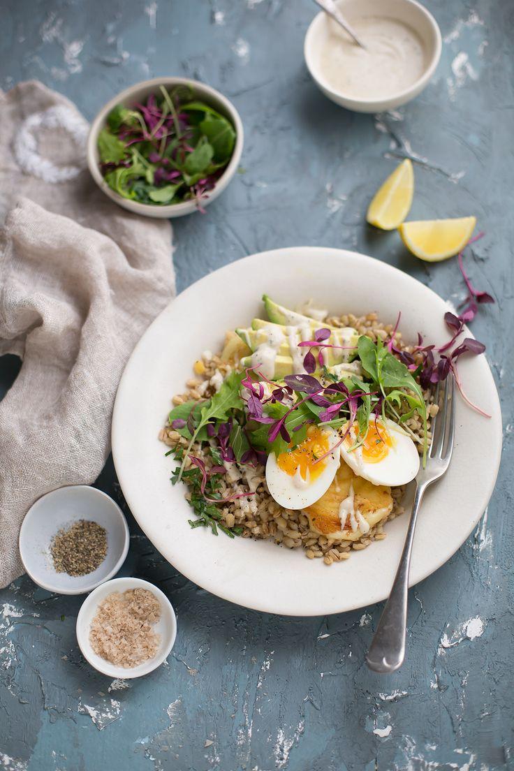 Barley breakfast bowl recipe with halloumi, avocado, egg & tahini dressing | Drizzle and Dip Breakfast Bowls, Breakfast Recipes, Breakfast Ideas, Lunch Recipes, Healthy Recipes, Healthy Meals, Healthy Food, Tahini Dressing, Going Vegetarian