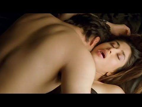 Kareena Kapoor Arjun Kapoor kissing scene from movie Ki & Ka