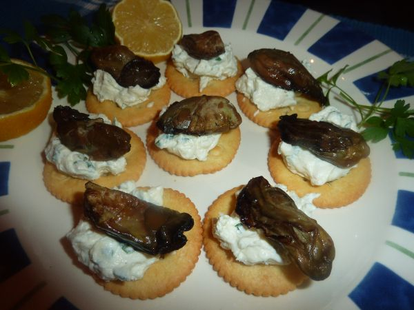 A quick Hors d'oeuvre of smoked oysters with a tasty base. Make a cream cheese dip with flavors of chives and onion; add smoked oysters and a squeeze of lemon. I could eat them right out of…
