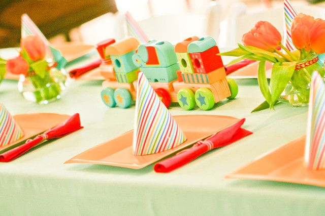 Table settings at a Vintage Circus Party #vintagecircus #party