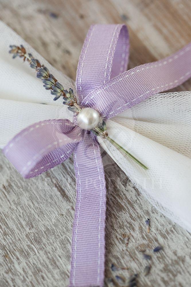 Μπομπονιέρα γάμου παπιγιόν με διακοσμητική αποξηραμένη  λεβάντα