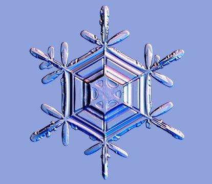 Presque tous les cristaux de glace ont une structure hexagonale. Dans cette structure, les molécules d'eau (H20) se rassemblent en hexagones empilés les uns sur les autres.