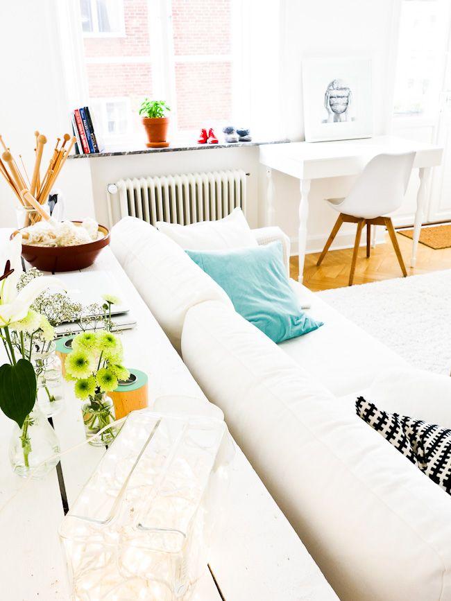 http://www.lovingit.pl/blog/inspiracje-sniezna-biela-czyli-jak-zaaranzowac-przytulne-rozswietlone-wnetrze/