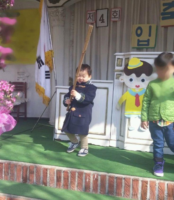 Triplets at kindergarten - Photos taken by fans