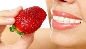 Evde Uygulayabileceğiniz Doğal Diş Beyazlatma Teknikleri