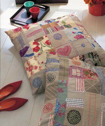 Coussins de sol en tissus uni ou fleuri type toile à matelas en patchwork avec pointillés brodés