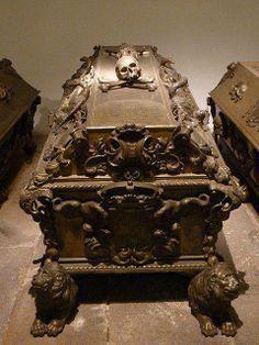 gorgeous carved skull casket