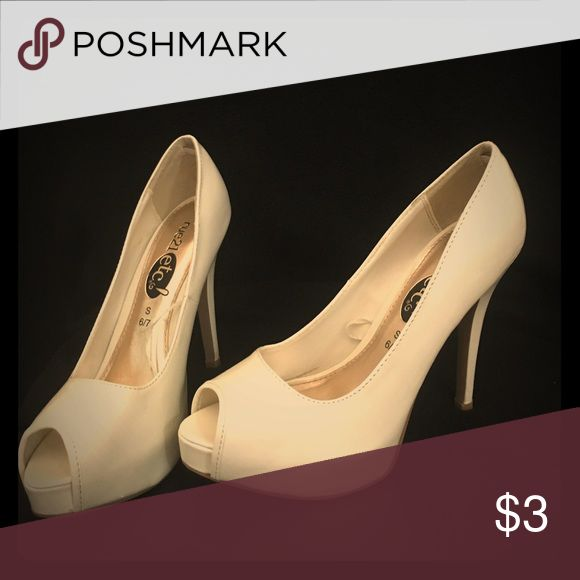 Cream high heels Cream colored high heels slightly used size 6/7 sm. Shoes Heels