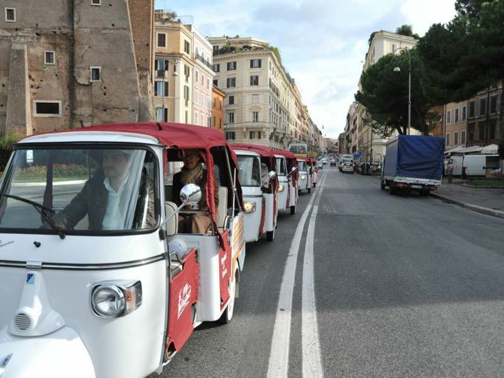 Panoramic Tour by Ape Calessino -  Eccentric way to have fun in #Rome while visiting its most important #attractions. #ItalyXP #Italy #WeLoveItalyXP #Travel #eXPerience