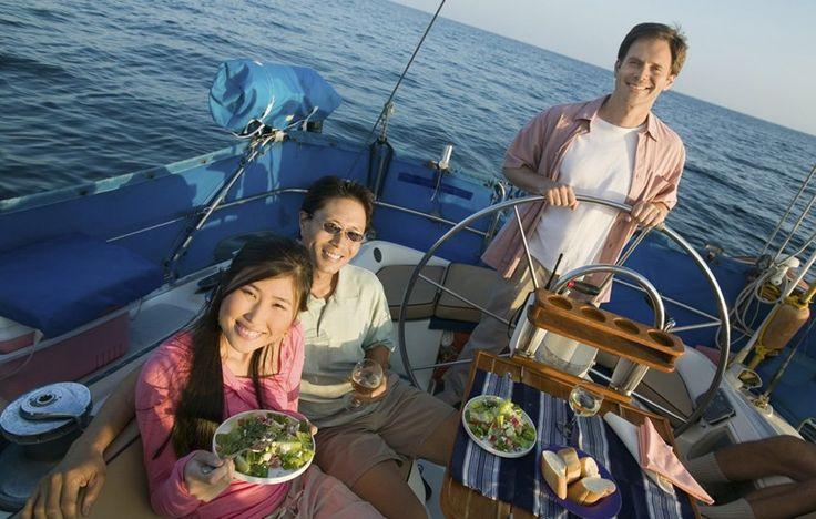 """I miti della barca a vela: il mal di mare e """"cosa si mangia?"""" - http://www.chizzocute.it/miti-barca-a-vela-mal-di-mare-cosa-si-mangia/"""