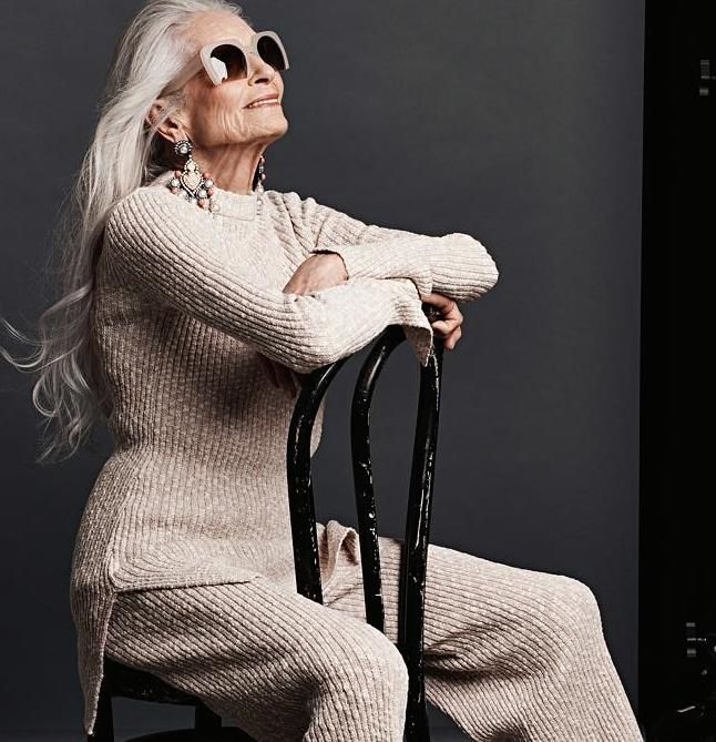 While I recover from Beach Brain, here are some fabulous photos of Daphne Selfe. The 87-year-old model has written a book The Way We Wore about her 'life in clothes' (a memoir based on her diaries)...